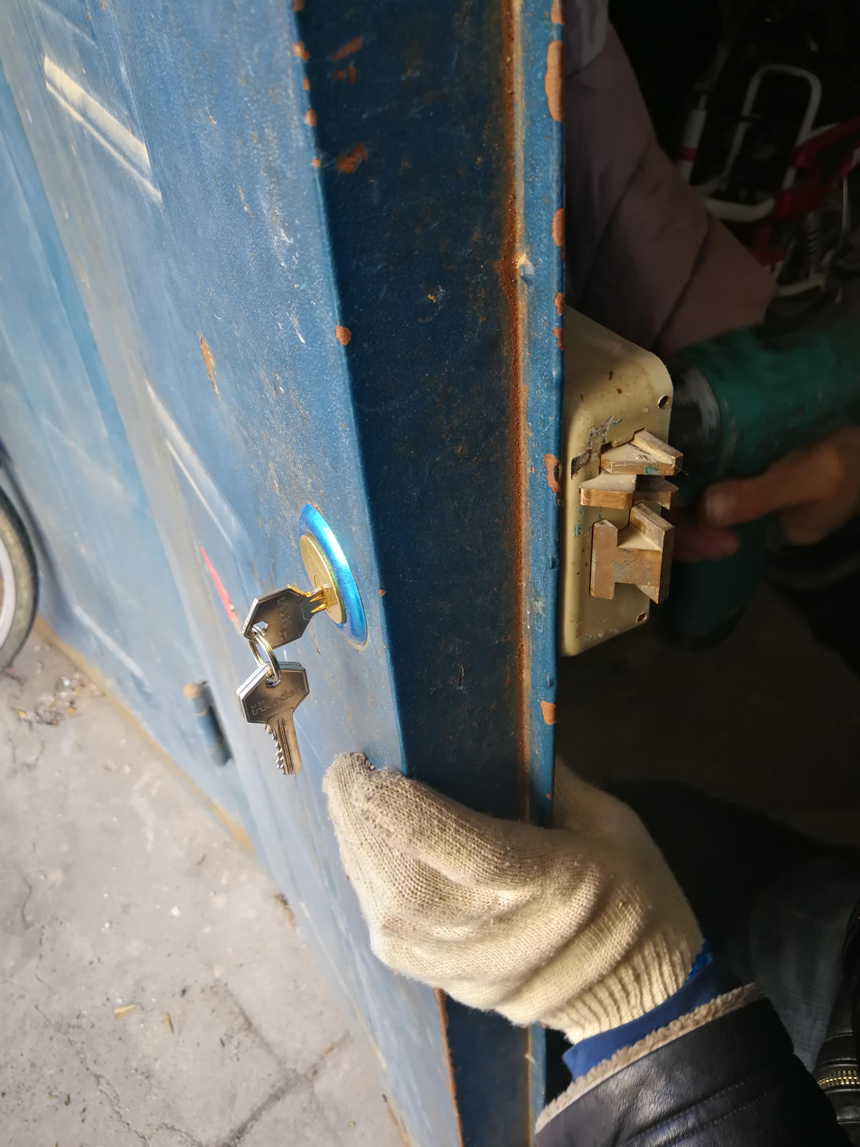大港东部开锁换锁电话、防盗门开锁电话、开汽车锁电话
