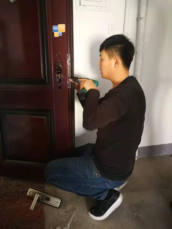 西青区李七庄开锁公司/西青区李七庄防盗门维修售后