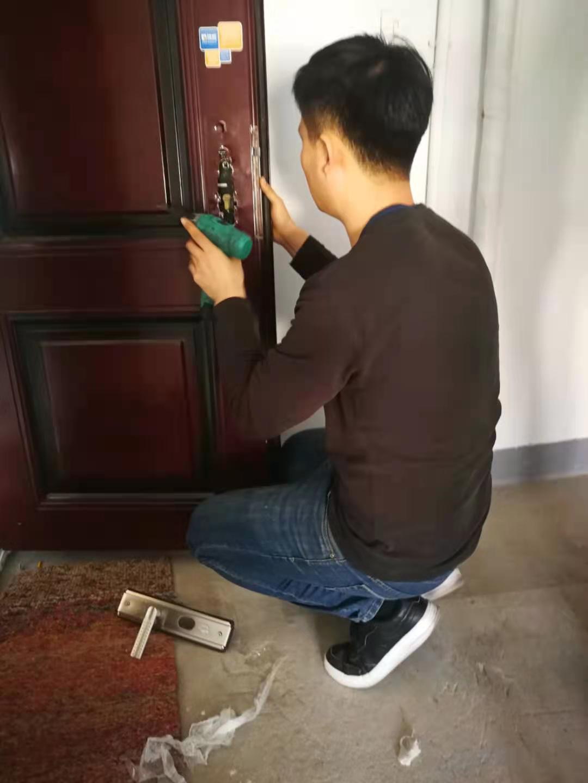 塘沽新村附近开锁公司/塘沽新村防盗门维修售后